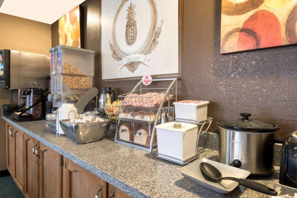 Hot Breakfast at Super 8 ottawa ks - Hot breakfast in hotels in ottawa ks
